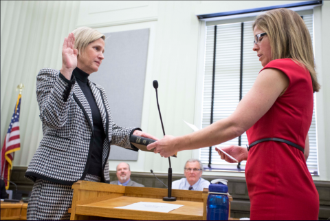 Robin Currin sworn in as city attorney-attachment0